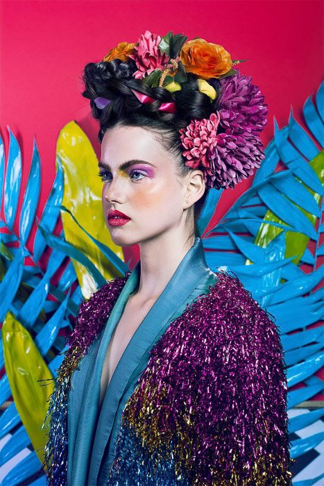 Bright porttrait of a femal model using bisexual lighting - fashion photography ideas