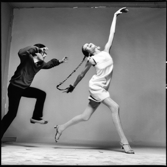 A black and white iconic fashion photo by Richard Avedon