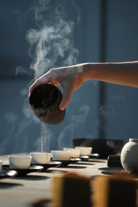 Pouring coffee into a coffee cup - how to photograph steam in food photography