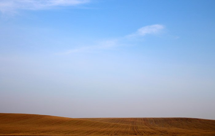 A striking image of desert sand under a blue sky - color theory for landscape photography