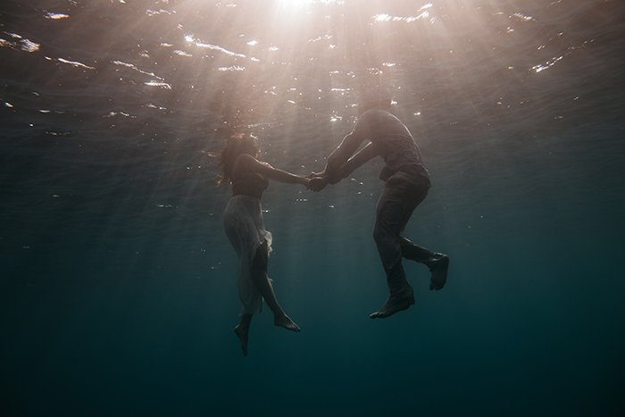 a romantic underwater couple photography shoot