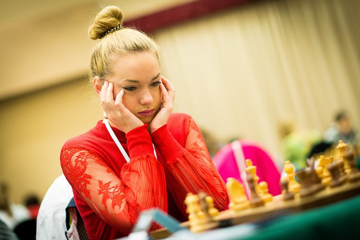 A candid portrait of a female chesspalyrer during a tournament - chess photography tips