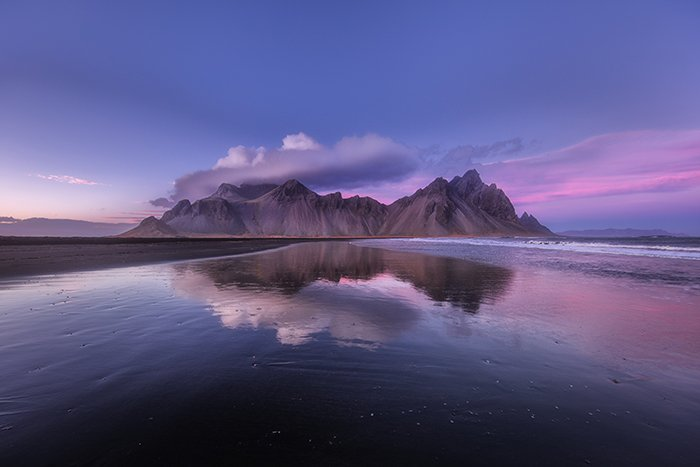 A stunning mountainous landscape in iceland