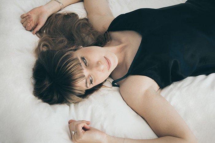 a female model posing for a casual boudoir shoot