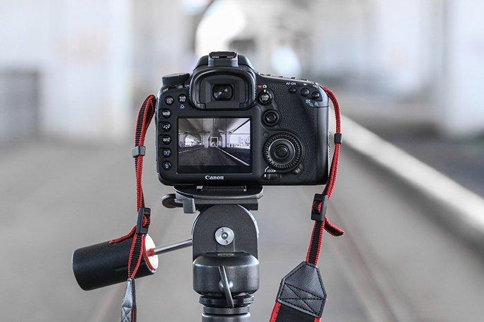 A DSLR camera mounted on a tripod to shoot levitation photography