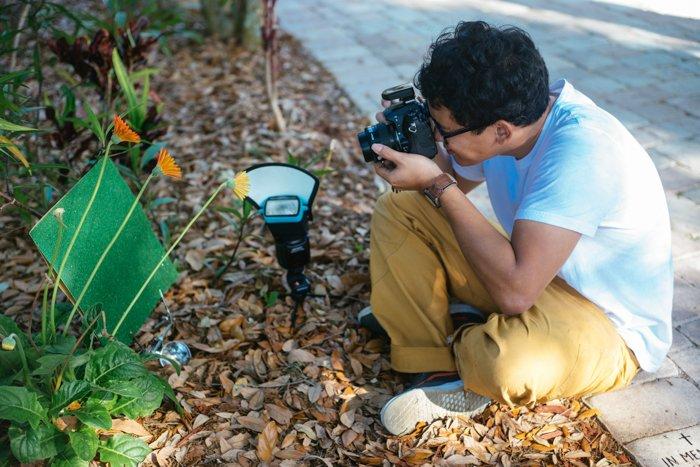 Macro photography lighting setup for shooting flowers outdoors