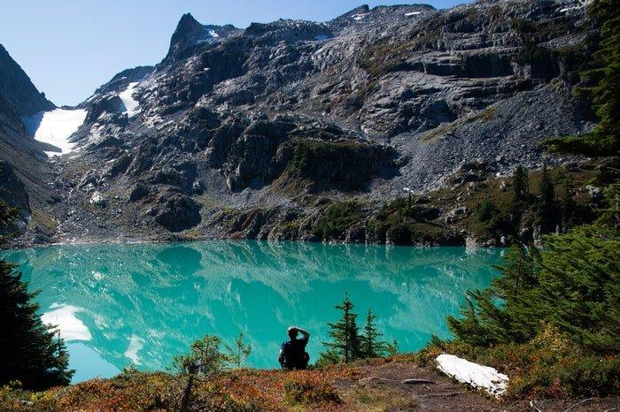a stunning mountainous landscape surrounding a lake, utilizing dynamic range in photography