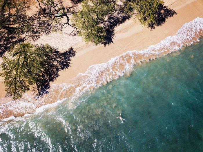 美丽海滩的鸟瞰图