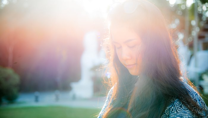 Outdoor portarit of a female model with lens flare from incident lighting