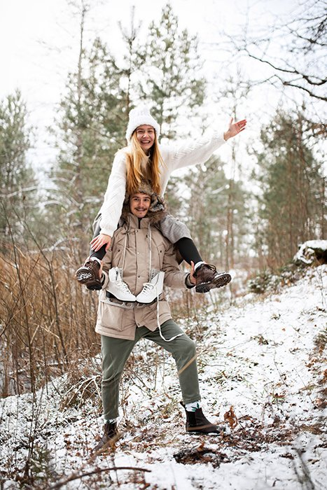 A fun couple photoshoot in the snow
