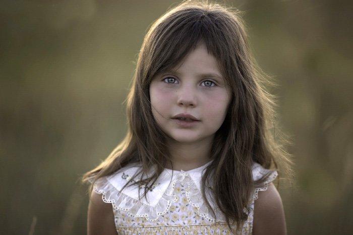 Portrait photo of a little girl
