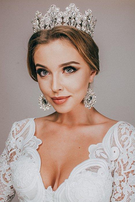A bride wearing a tiara