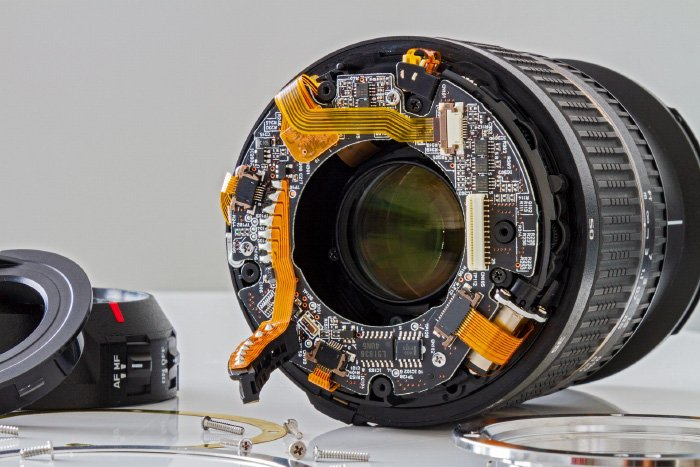 Image of a lens showing the inner parts