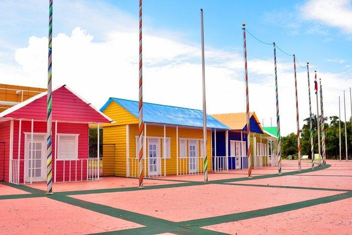 彩色房屋照片