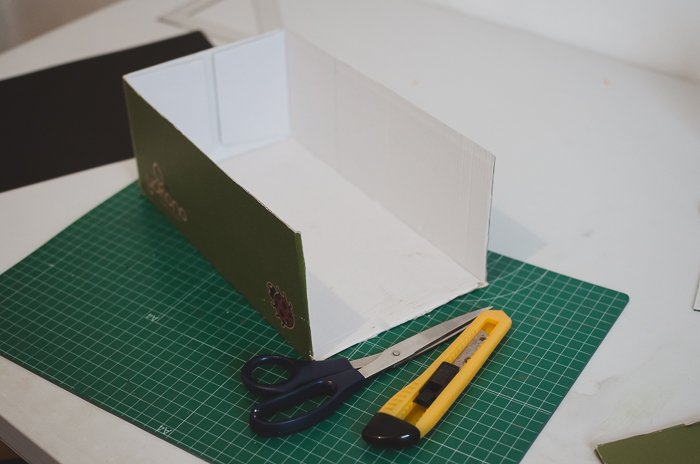 Cutting a box to make a DIY projector