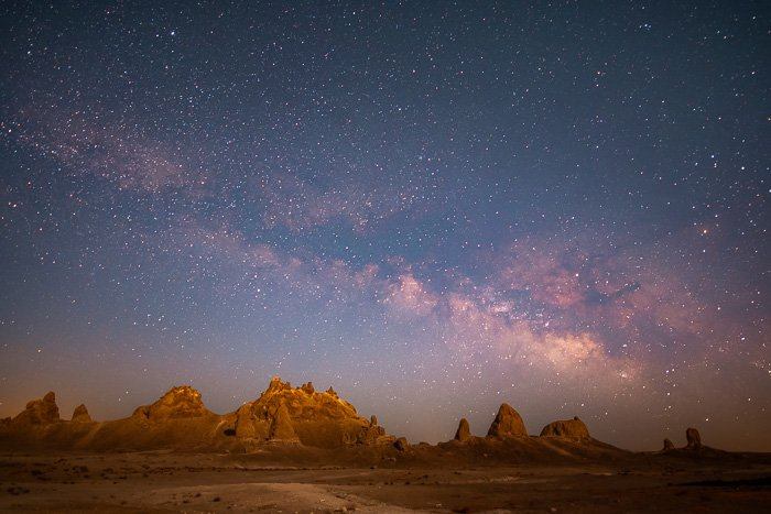 Photo of the Milky Way appearing above mountains