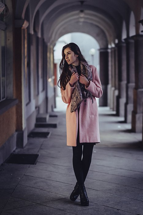 Female model posing for a portrait photo