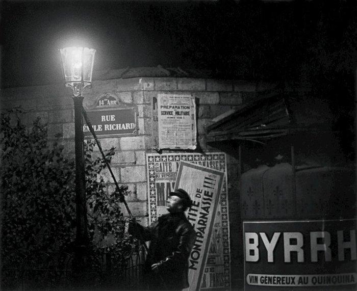 Putting out a streetlight, rue Émile Richard c. 1932. Photo by Brassaï.