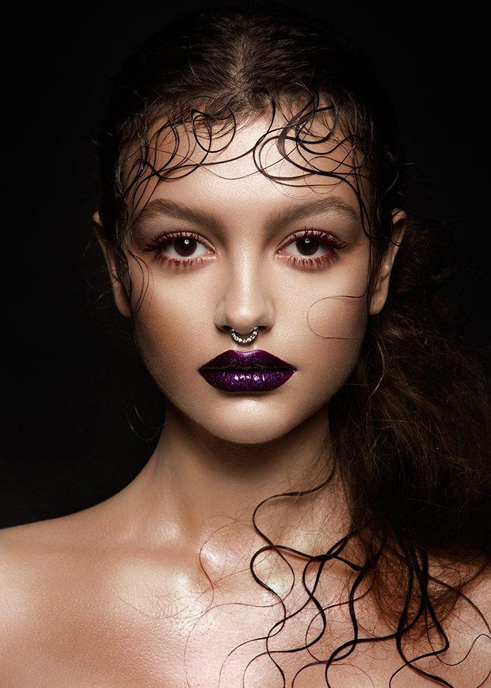 High-fashion portrait of a brunette model.