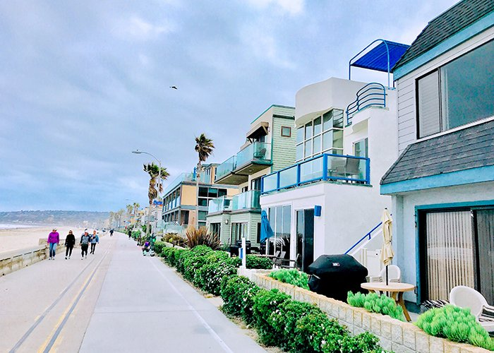 Street photograph of properties in the beach.