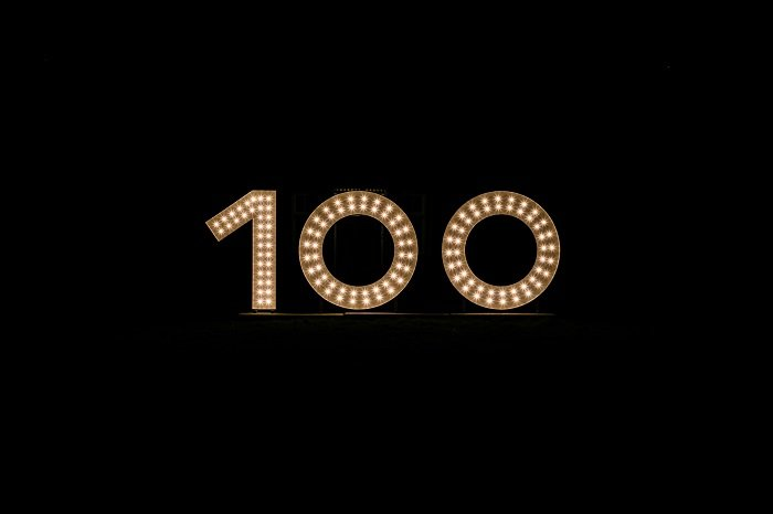 Glowing 100 sign