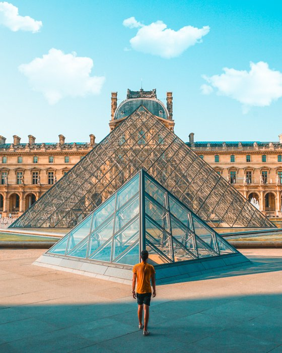 photo of the louvre with the building on the horizon line