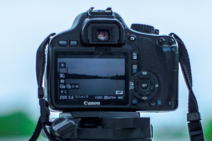 an image of a dslr camera in manual mode