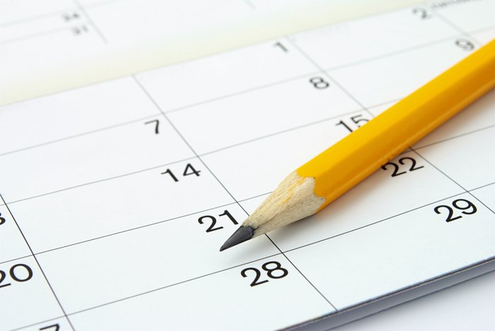 home photography challenge calendar with dates and yellow sharpened pencil