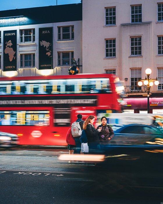 Long exposure street photography at night shot with the Fujifilm X-T200 mirrorless camera