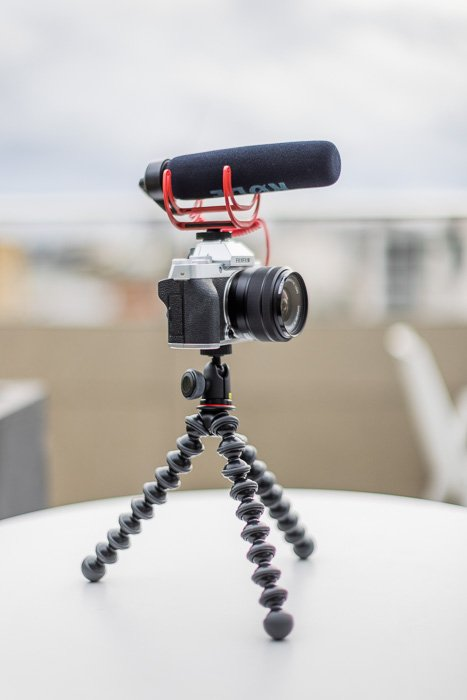 Image of the Fujifilm X-T200 vlogging kit with tripod and microphone
