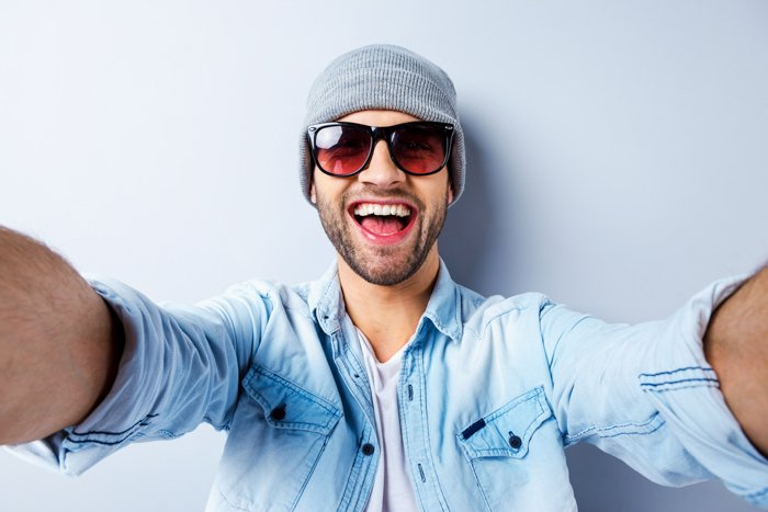 a man in sunglasses demonstrates one of the best selfie poses