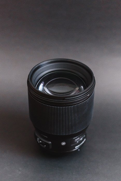 Front side of the Sigma 85mm f/1.4 Art DG HSM lens
