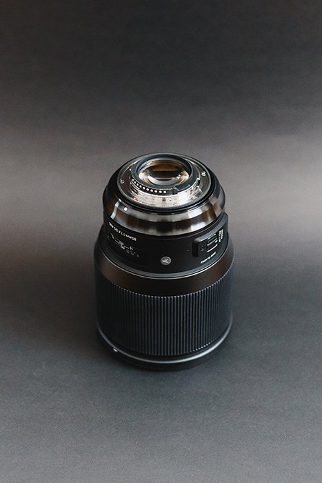 Photograph of the Sigma 85mm Art mount and rear compartment