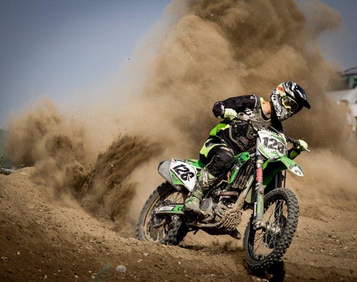 Fotografia de alta velocidade de uma motocicleta.