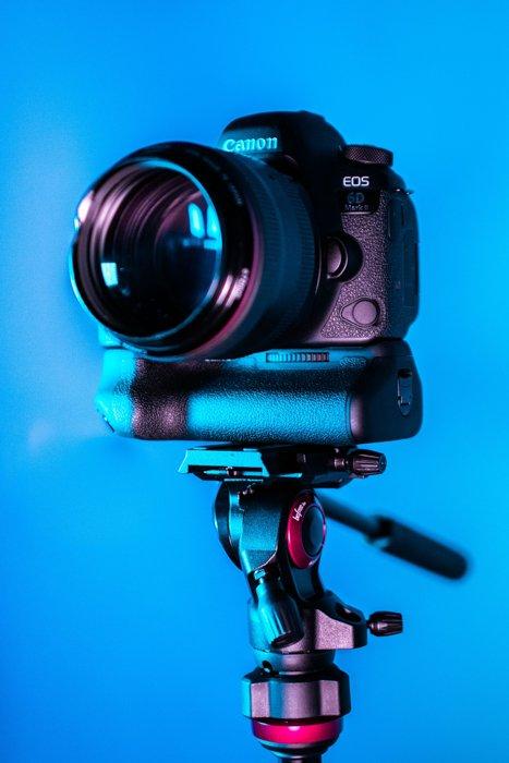 Imagem de uma câmera sem espelho Canon 5D