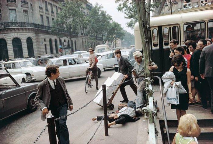 Street brawl photo by Joel Meyerowitz