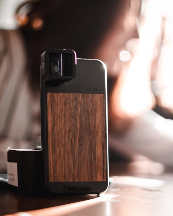 an image of a telephoto lens for iphone with a wood case