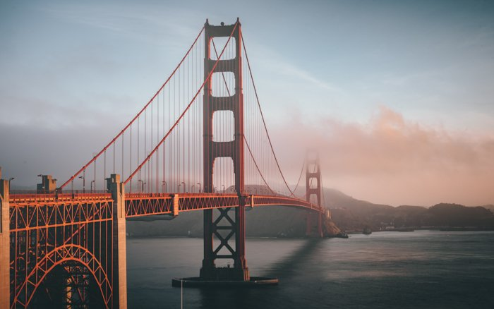a photo of the golden gate bridge as example of leading lines in photography