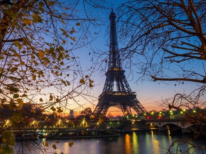 a photo of the eiffel tower in paris france