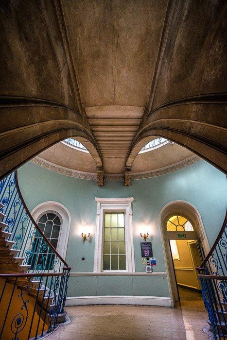 伦敦萨默塞特宫的内部图像与广角扭曲
