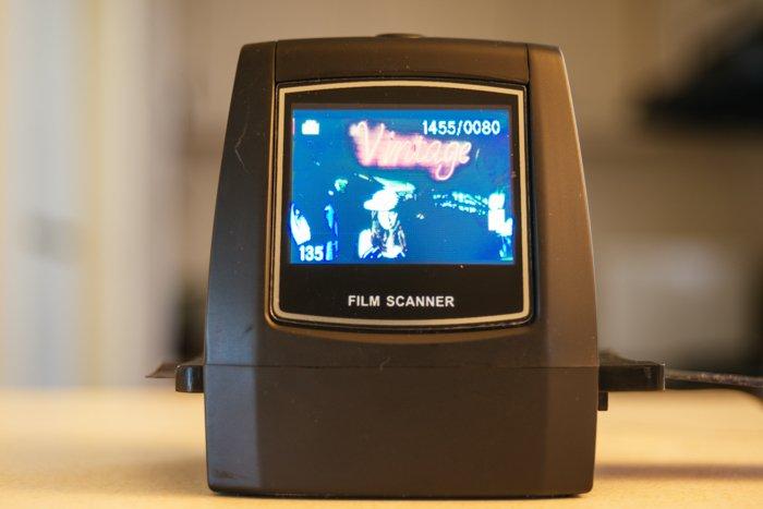 uma imagem de um scanner de filme em uso