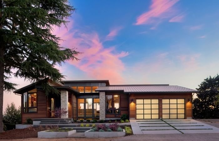 Uma bela foto do crepúsculo do exterior da nova casa de luxo em Crepúsculo