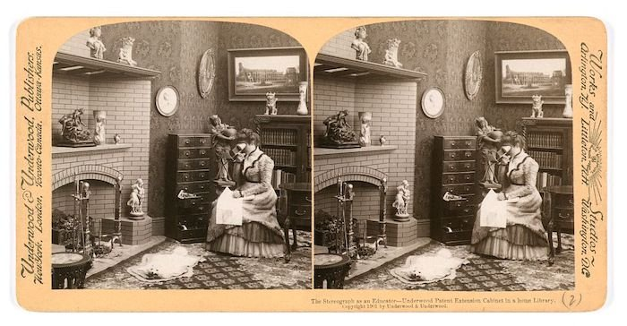 Early example of 3D photography, a stereo card of a stereoscope in use in 1901.