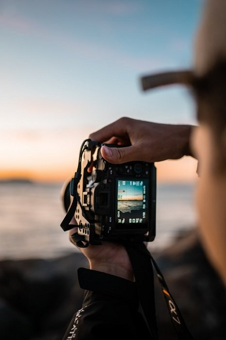 photograph of a camera viewfinder taking a shot of the seaside
