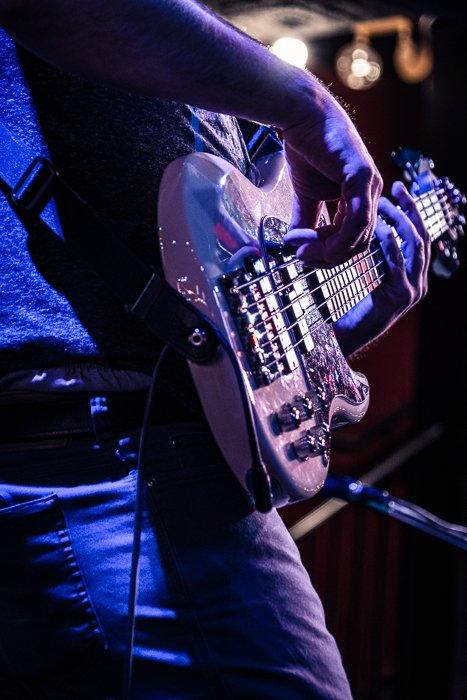 低轻吉他手