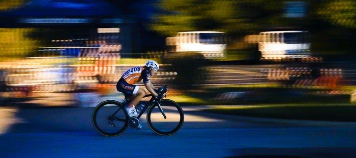 平移骑自行车的人