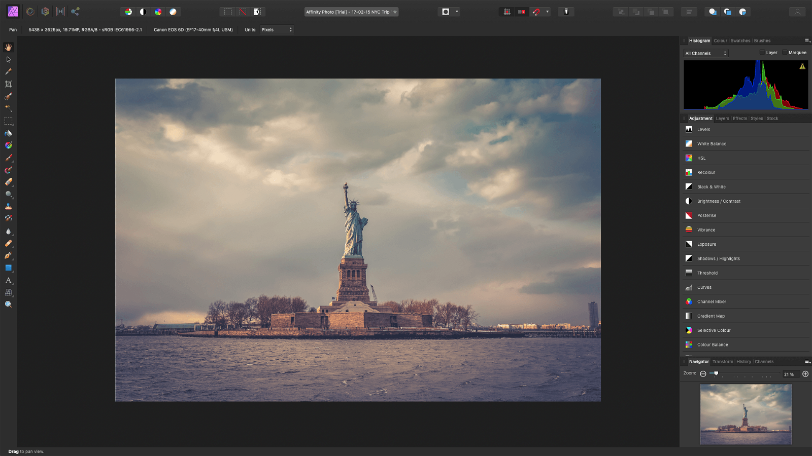 Affinity Photo main screen layout featuring statue of liberty photo