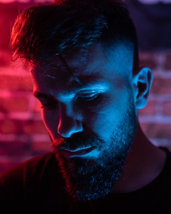 double light effect used to add blue and red to portrait