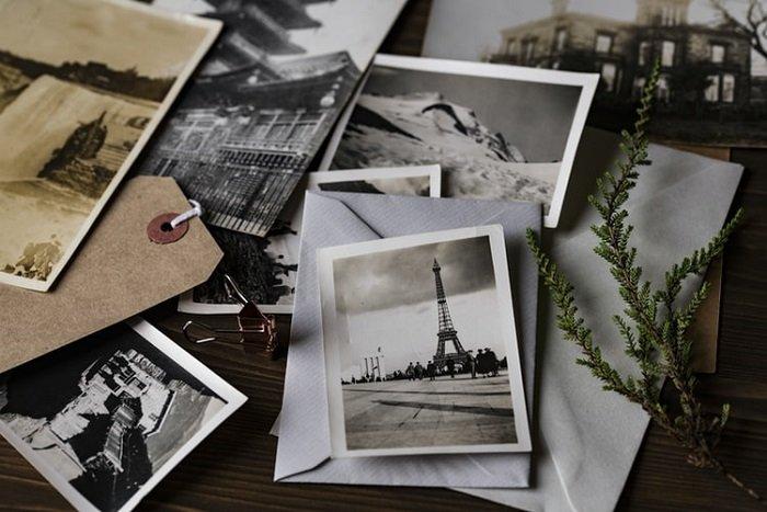 一张木桌上的照片