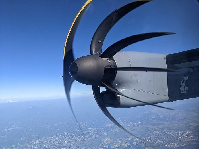 image of a plane engine turbine showing the rolling shutter artifact effect